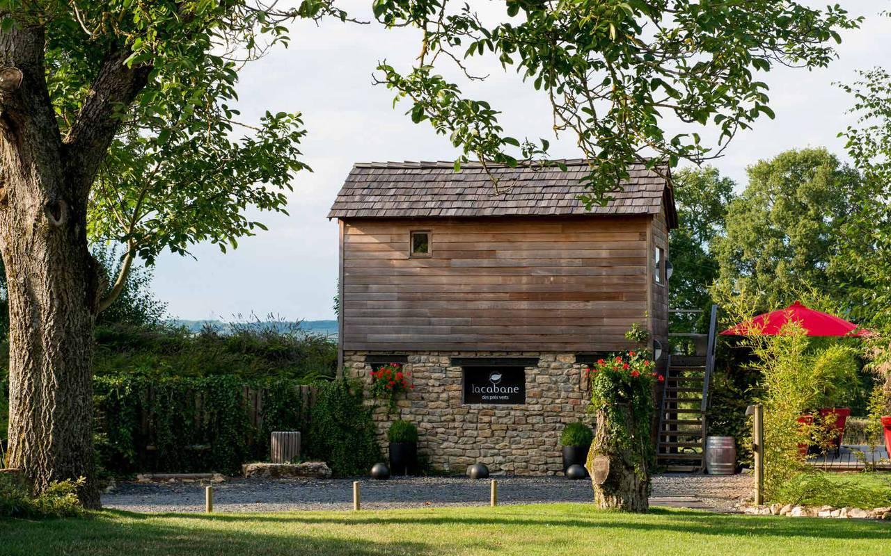 Façade de cabane en bois week end romantique Beaune