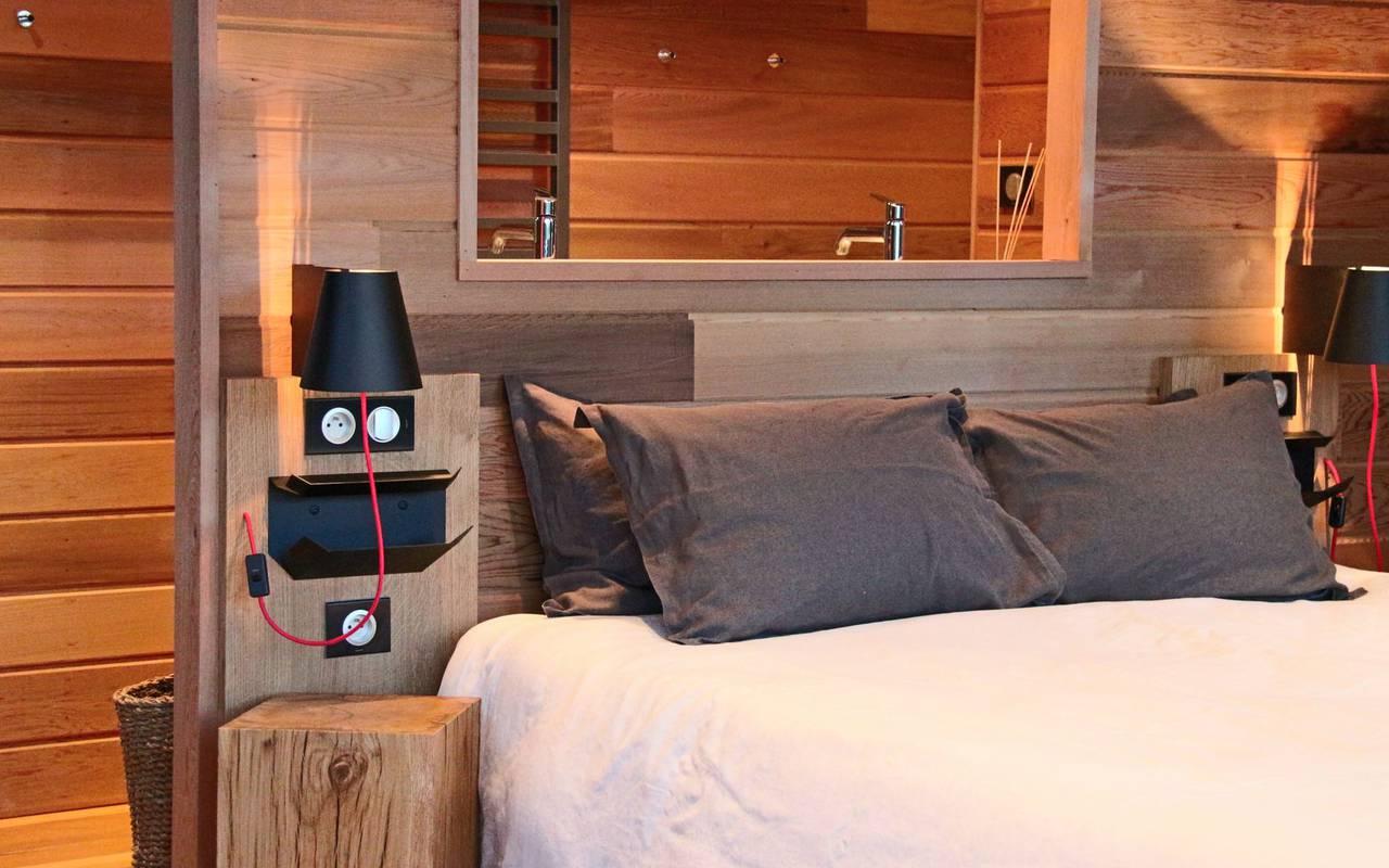 Chambre avec murs en bois hôtel de charme bourgogne