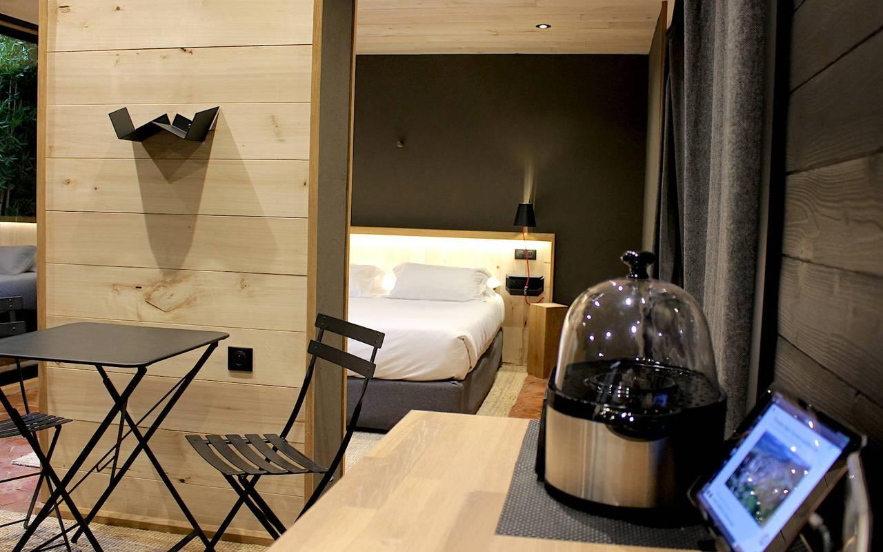 Chambre moderne hôtel jacuzzi dijon