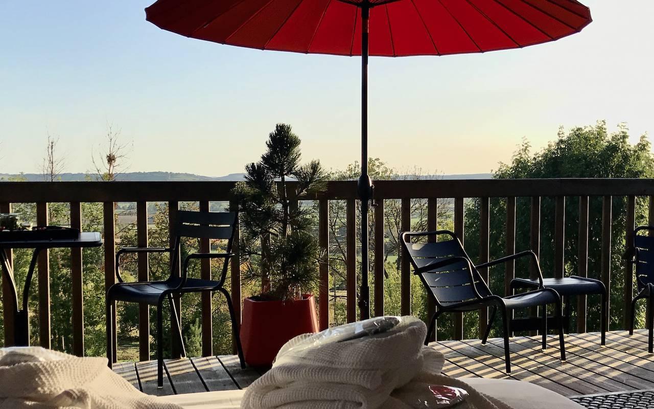 Terrasse enssoleillée hotel spa bourgogne
