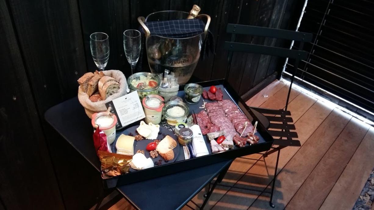 plateau apéritif avec champagne hotel de luxe Côte d'or