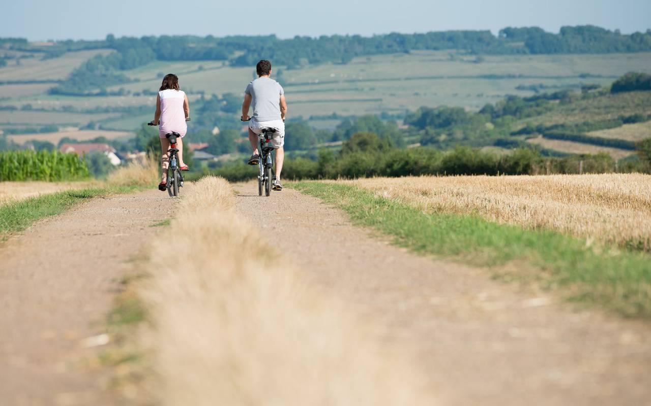 Balade à vélo sortie en famille bourgogne